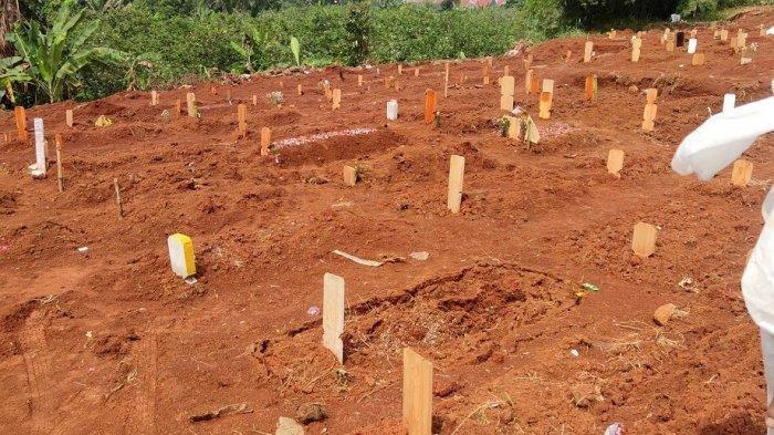 Sejumlah Makam Korban Covid-19 di TPU Pasir Putih Depok Amblas