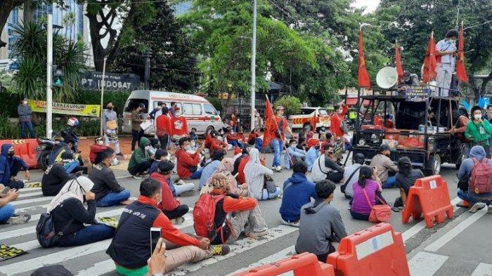 Massa Sindir Jokowi Tak Temui Buruh pada Peringatan May Day Tapi Nikahan Atta-Aurel Datang