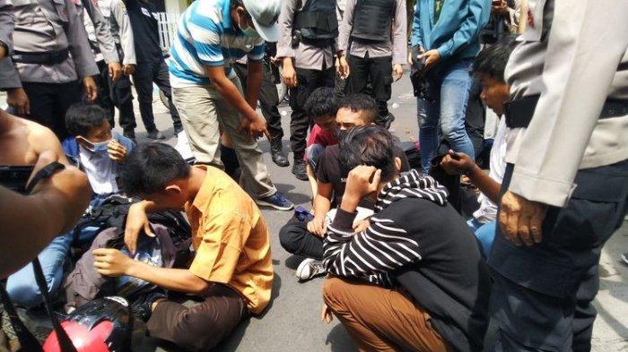 313 Pelajar Aksi Tolak UU Cipta Kerja Diamankan di Jaktim, Hasil Rapid Test : 5 Pelajar Reaktif