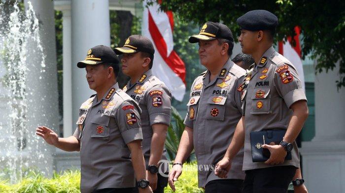Kapolri Jenderal Pol Tito Karnavian tiba di Kompleks Istana Kepresidenan, Jakarta, Senin (21/10/2019). Menurut rencana, presiden Joko Widodo akan memperkenalkan jajaran kabinet barunya kepada publik hari ini usai dilantik Minggu (20/10/2019) kemarin untuk masa jabatan periode 2019-2024 bersama Wakil Presiden Ma'ruf Amin. TRIBUNNEWS/IRWAN RISMAWAN