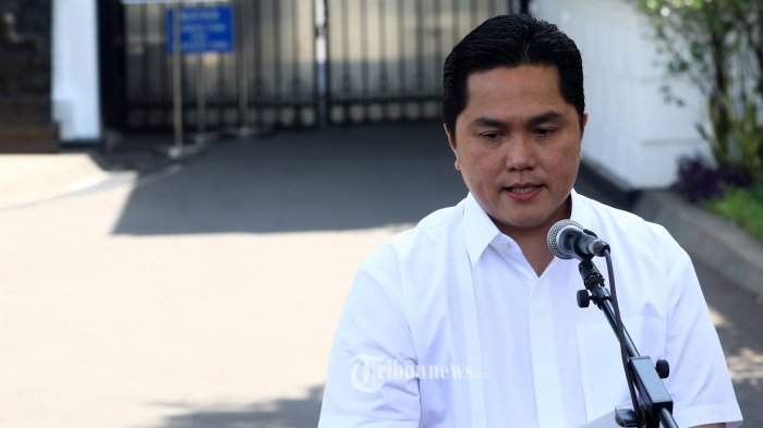 Pengusaha Erick Thohir memberikan keterangan sebelum meninggalkan Kompleks Istana Kepresidenan di Jakarta, Senin (21/10/2019).