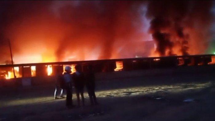 Demonstrasi Buruh Smelter Nikel di Konawe Berakhir Ricuh, Satu Tungku dan Belasan Truk Terbakar