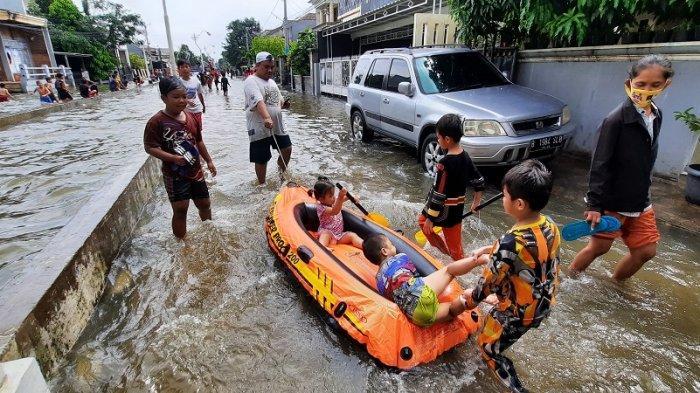 Warga Perumahan Taman Duta Depok Belum Mau Dievakuasi, 15 Petugas dan 1 Perahu Karet Disiagakan