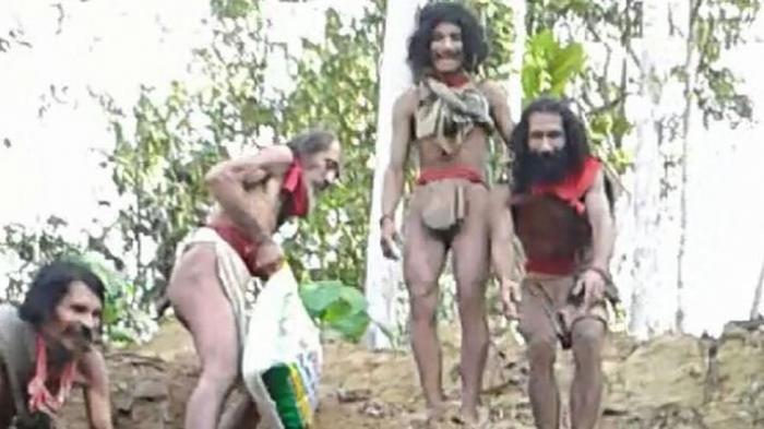 Gunakan Daun Sebagai Pakaian dan Tak Tahu Peradaban, Begini Kehidupan Primitif Suku Togutil
