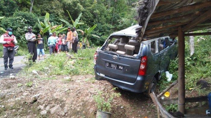 Satu Keluarga Kecelakaan di Tanjakan Huut saat Hendak Liburan, Rem Mobil Blong Lalu Tabrak Tebing