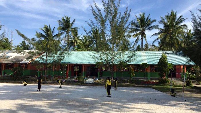 Sejumlah sekolah di Natuna tampak terlihat sepi, ratusan pelajar siswa dikabarkan sudah pergi meninggalkan pulau. Akibatnya proses belajar mengajar tidak berjalan efektif.