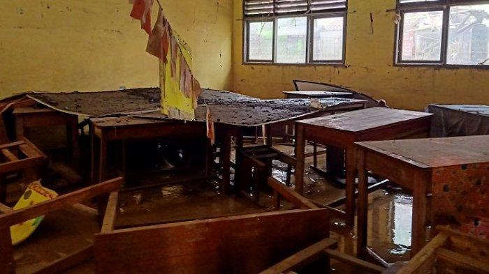 Banjir Terjang Bekasi, Gedung SDN V Jati Rasa Porak Poranda