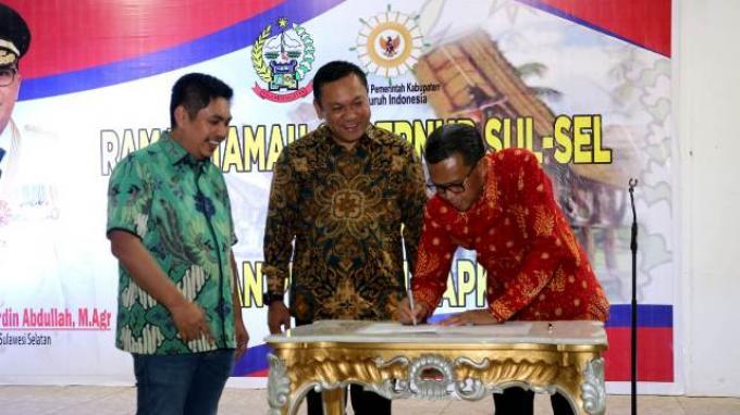 Nurdin Abdullah Resmi Serahkan Jabatan Sekjen Apkasi ke Remigo Yolando Berutu