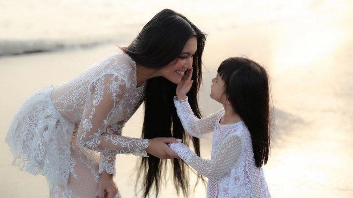 Denada dan putrinya, Shakira Aurum