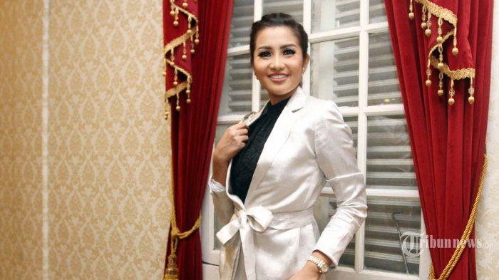 Penyanyi dangdut Fitri Carlina disebut Admin Pusat Leslar oleh penggemar Leslar