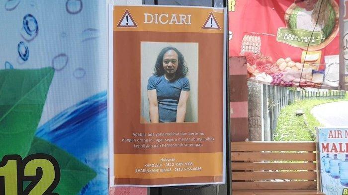 Selebaran terduga teroris Agus Setianto alias AS (44) tersebar di Jalan Tamanbunga pangkalpinang
