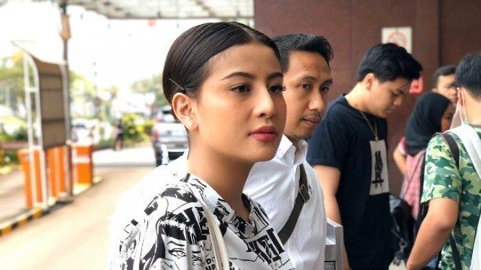 Awkarin Kutip Potongan Surat Kartini di Postingannya, Singgung Pendidikan untuk Perempuan