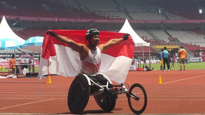 Tangis Bahagia Jaenal Aripin Usai Raih Perak di Nomor Kursi Roda 200 Meter T54
