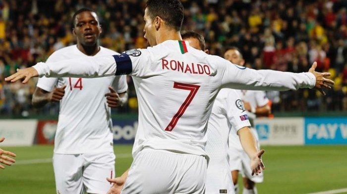 Selebrasi Cristiano Ronaldo setelah cetak Quattrick