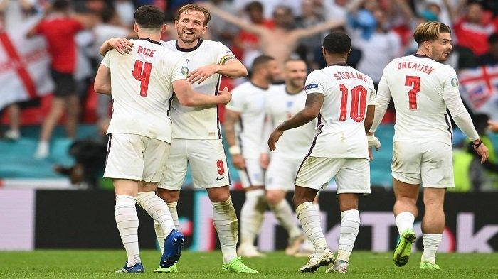 Para pemain Inggris merayakan kemenangan mereka dalam pertandingan sepak bola babak 16 besar UEFA EURO 2020 antara Inggris dan Jerman di Stadion Wembley di London pada 29 Juni 2021.