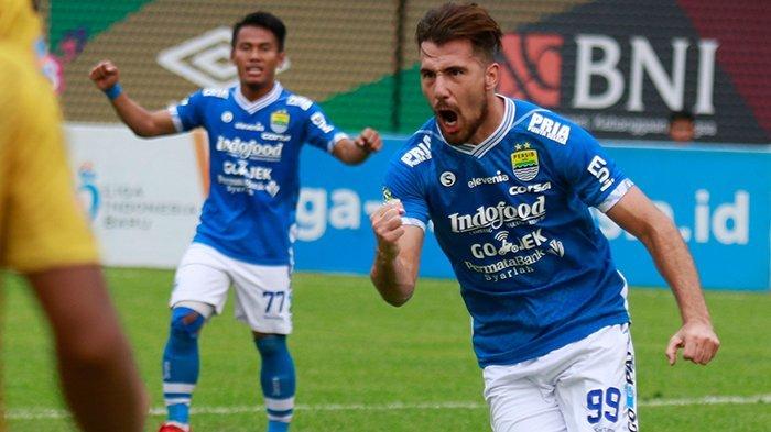 Selebrasi Jonathan Bauman saat Persib Bandung berhasil meraih kemenangan dengan skor 2-1 atas Bhayangkara FC di Stadion PTIK, Jakarta Selatan pada Sabtu (3/11/2018).