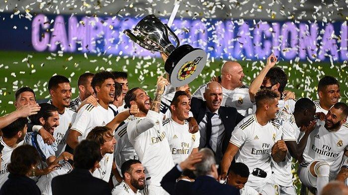 Pemain Real merayakan gelar juara setelah menang atas Villarreal 2-1 di Stadion Alfredo di Stefano, Kamis (16/7/2020) atau Jumat dini hari wib.