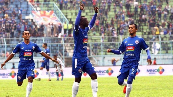 Selebrasi Makan Konate setelah mencetak gol. Arema FC berhasil menundukkan PSS Sleman dengan 4 gol tanpa balas. Di laga berikutnya, Arema akan melawan Persib Bandung. Duel yang bakal membara.