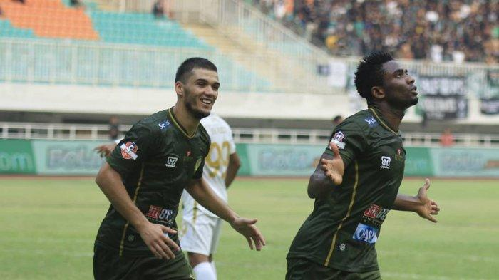 Selebrasi Osas Saha setelah mencetak gol ke gawang PSS Sleman