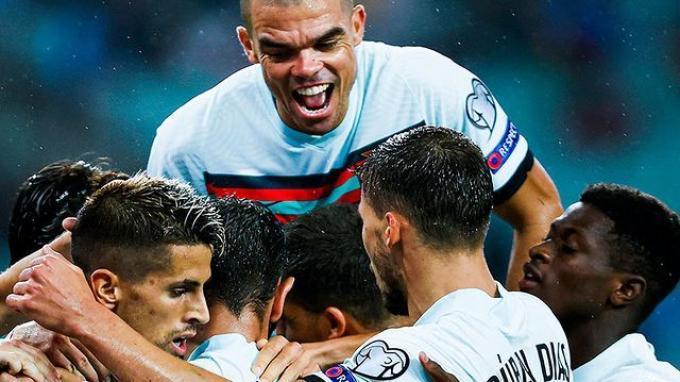 Ronaldo Sibuk Berlatih di MU, Portugal Sanggup Menang Besar Atas Azerbaijan, Santos Beri Apresiasi