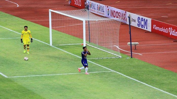 Selebrasi pemain PSIS Semarang Pratama Arhan, pencetak gol ketiga saat melawan Persikabo 1973 dalam ajang Piala Menpora 2021 dari grup A di Stadion Manahan, Solo, Kamis (25/3/2021) sore. (TRIBUNNEWS.COM/Muhammad Nursina)