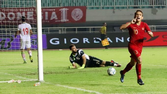 Selebrasi penyerang Timnas U-23 Indonesia, Egy Maulana Vikri seusai membobol gawang Iran dalam laga ujicoba kedua di Stadion Pakansari, Cibinong, Kabupaten Bogor, Sabtu (16/11/2019) sore. Pada pertandingan itu, skuat asuhan Indra Sjafri menang 2-1.
