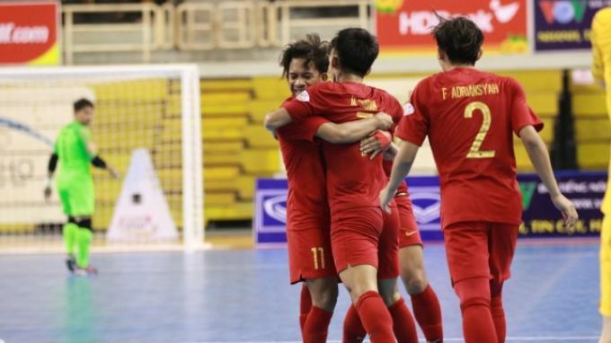 Selebrasi Timnas futsal Indonesia saat membungkam Australia dengan skor 8-3 di Stadion Indoor Phu Tho, Ho Chi Minh City, Vietnam, Rabu (23/10/2019).
