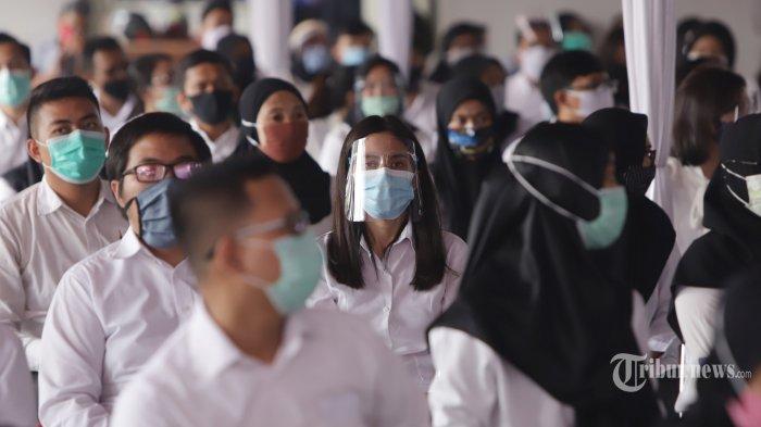 Peserta mengikuti seleksi kompetensi bidang (SKB) CPNS Kemenkumham di kantor Bandan Kepegawaian Negara, Jakarta, Rabu (2/9/2020). Sebanyak 829 peserta mengikuti SKB untuk formasi tahun 2019 dengan menerapkan protokol kesehatan. TRIBUNNEWS/HERUDIN