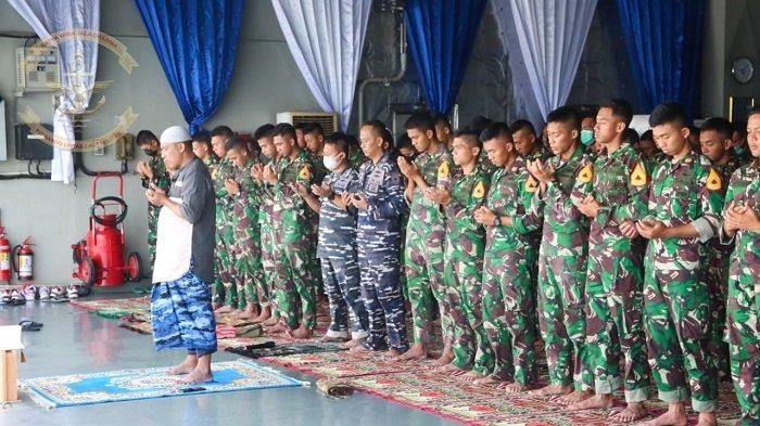 Awak KRI Banjarmasin 592 Gelar Salat Gaib untuk Kru KRI Nanggala 402 Saat Berlayar Menuju Semarang