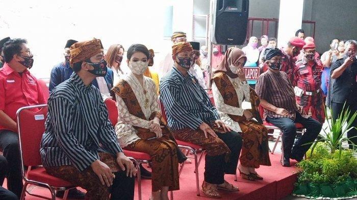 Selvi Ananda menemani suaminya Gibran Rakabuming Raka di Markas Banteng Jalan Hasanudin Nomor 26, Kelurahan Purwosari, Kecamatan Laweyan, Kota Solo, Jumat (4/9/2020).