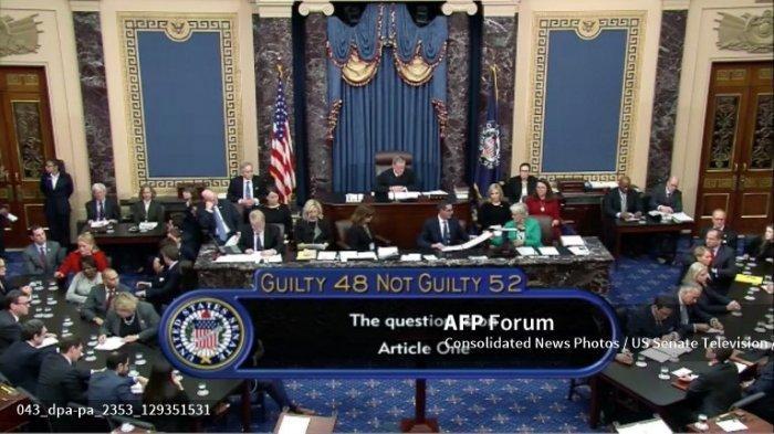 Dalam gambar dari televisi Senat Amerika Serikat ini, Senat AS memberikan suara untuk membebaskan Presiden AS Donald J. Trump dari semua tuduhan yang diajukan oleh Dewan Perwakilan AS dalam dua pasal pemakzulan mereka di Senat AS di Capitol AS di Washington, DC pada Rabu, 5 Februari 2020.