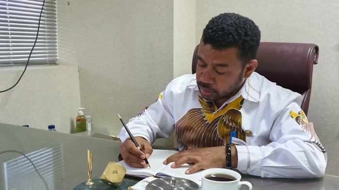 Senator Filep Soroti Masalah Rekrutmen Tenaga Kerja di Papua