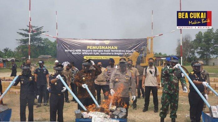 Senilai Rp 1 Miliar, Rokok dan Miras Ilegal Dimusnahkan Oleh Bea Cukai Sumatera Bagian Barat