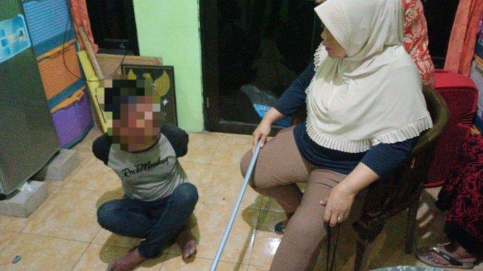 Aksi Emak-emak Bermodal Gagang Sapu Buat Pencuri Sepeda Motor Bertekuk Lutut di Cengkareng