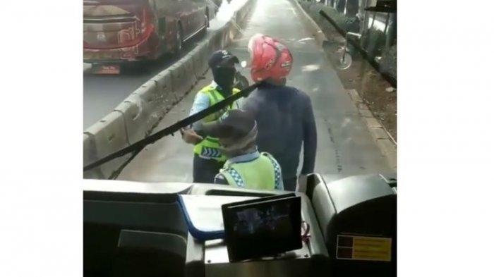 Viral Video Pemotor Plat Merah di Cengkareng Ngamuk ke Petugas di Jalur Busway