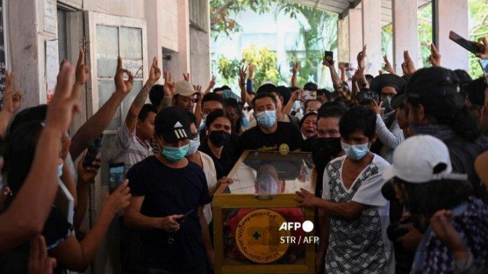 Polisi Myanmar Tembaki Demonstran : Dua Orang Tewas