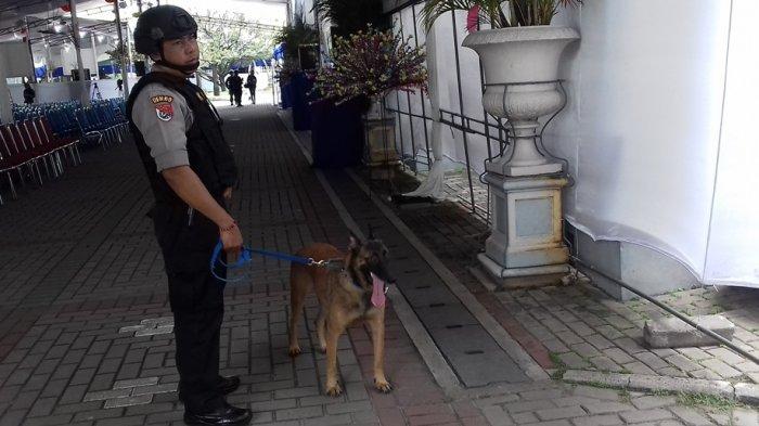 Amankan Gereja Katedral Jakarta, Polisi Turunkan Anjing Pelacak