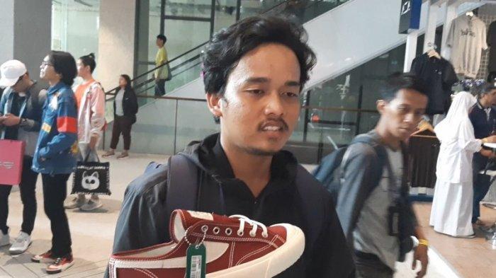 Muhammad Ghufron, pembeli sepatu Compass  yang rela menginap di Urban Sneaker Society (USS) 2019 di District 8, SCBD, Jakarta Selatan, Jumat (8/11/2019).