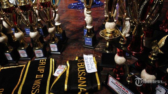 Kontes Waria Pencarian Duta HIV/AIDS di Makassar Dibubarkan Paksa Polisi