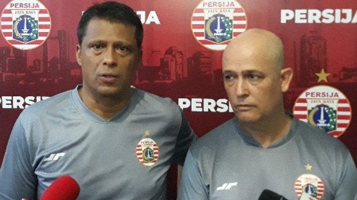 Pelatih kepala Persija Jakarta, Sergio Farias didampingi translator Claudio Luzardi