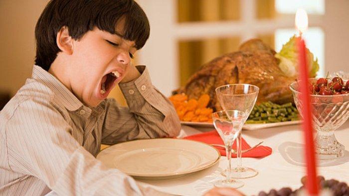 Sering Mengantuk Setelah Makan? Ini Penjelasan dan Faktor Penyebabnya  Secara Medis! - Tribunnews.com Mobile