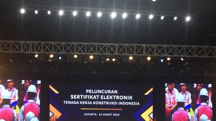 16.000 Tenaga Kerja Konstruksi Terima Sertifikat Elektronik dari Presiden Jokowi
