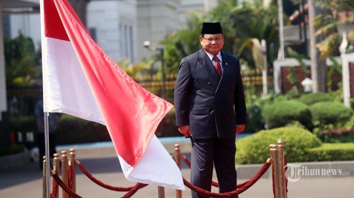 Menteri Pertahanan Prabowo Subianto saat tiba di gedung Kementrian Pertahanan, Jakarta Pusat, Kamis (24/10/2019). Kedatangan Prabowo dalam rangka serah terima jabatan Menteri Pertahanan yang disambut upacara militer. Tribunnews/Jeprima