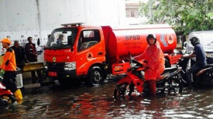 Banjir Rendam Jembatan Total Persada dan Kolong Flyover Cibodas