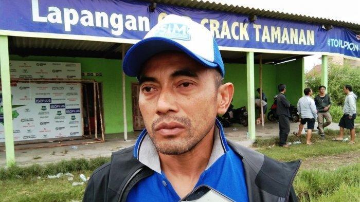 Pelatih PSIM, Seto Nurdiyantoro turut mengambil peran dalam upaya penanggulangan pandemi virus Corona (Covid-19) yang sebarannya terus bertambah setiap harinya.