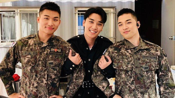 Taeyang Dan Daesung Bigbang Bikin Fans Heboh Saat Bagikan Snack Usai Wamil Tribunnews Com Mobile