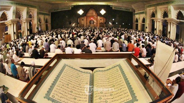 Inilah Ciri-ciri Orang yang Mendapatkan Lailatul Qadar, Lengkap dengan Amalan yang Dianjurkan