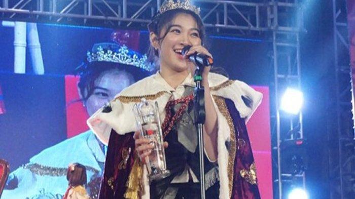 Shani JKT48 saat dinobatkan sebagai center single original JKT48 di SMESCO Convention Hall, Gatot Subroto, Jakarta Selatan, Sabtu (30/11/2019).