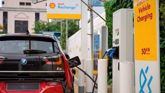 Shell Recharge di SPBU Shell Pluit 1.Pengisian daya dari nol ke 80 persen bisa dilakukan selama 30 menit.