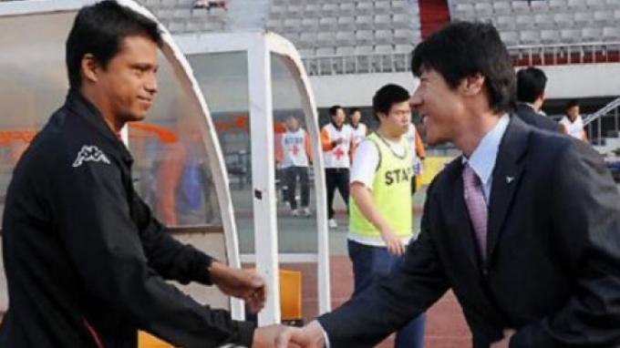 Shin Tae-yong dan Sergio Farias dipertemukan dalam sebuah pertandingan disebuah kejuaran di Korea Selatan pada tahun 2009.